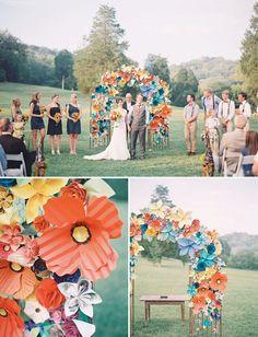 Altar de flori de hartie supradimensionate