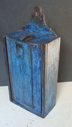 18th or early 19th Century slide lid wall-hanging candle box.