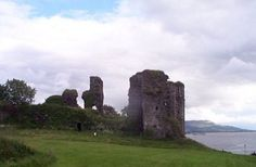 Greencastle takes its name from the castle, built in 1305 by Richard de Burgo, the Earl of Ulster, to guard the entrance to Lough Foyle. The castle was originally known as North Burg, it then became Newcastle and finally Greencastle, this was because of the greenish stone from which it was built.