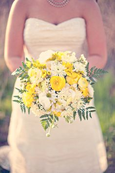 Pretty bouquet.. yellow, white & green