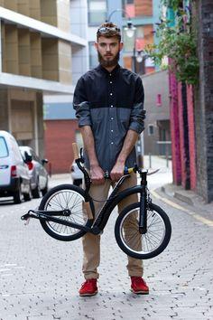 #SwiftyONE #folding #scooter Billy is wearing shirt by @Mr_Sidian