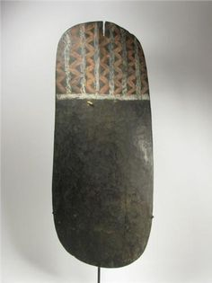 A SUPERB EASTERN HIGHLANDS WAR SHIELD (kukuku