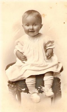 vintage baby--looks like my mother's baby picture    #Babies