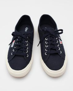 I'd wear these cool sneaks if I was a girl.