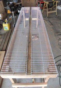 DIY - greenhouse planting bench - http://www.hansenwoodlandfarm.com/greenhouse-planting-bench.html