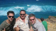 Guide Steve makes two friends for life - thanks to Berndt F for sharing  #fraserexplorer #fraserisland #queensland #australia www.fraserexplorertours.com.au