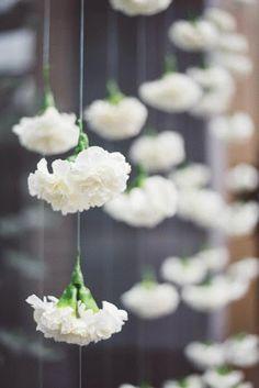 Hanging white carnations. #weddingdecor #bohowedding #weddingflowers