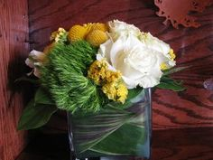 """Read: """"How to Transform The Inside Of A Vase With Leaves"""" Photo: Fly Me To The Moon  #DIY Flowers #flowers #yellow"""
