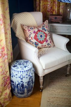 i suwannee: a week of design - a lacquered teal toile treasure bedroom