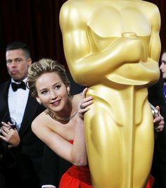get an Oscar! Jennifer Lawrence playing games at the Oscars 2014 #Oscars
