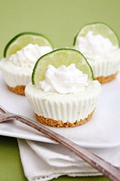 Mini key lime cupcakes! This no bake recipe is so simple to make and I love key lime anything!