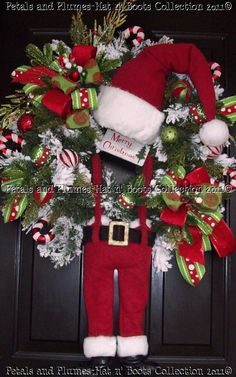 Santa wreath - this is so dear! I want to make one.