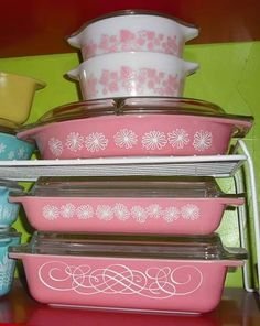I would LOVE to get my hands on some of these vintage pink dishes!