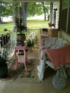 Shabby chic farmhouse porch
