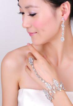 So elegant! Jewelry For Bride
