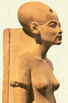 Estatua en baro de la reina #Nefertiti