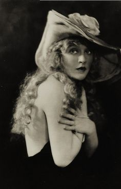 Mae Murray, ¨the girl with the bee stung lips¨
