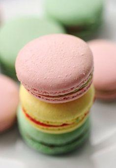 pastel french macarons