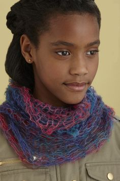 Create a two-tone no-knit scarf. The materials are enough to make multiples, making this a great project for a bridal shower or teen's birthday party.