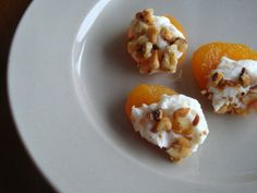 Apricot appetizer with goat cheese and walnuts
