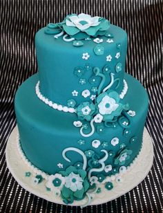 I love the teal color of this cake!