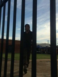 Daryl/Norman at the gates on set of #TWDS5