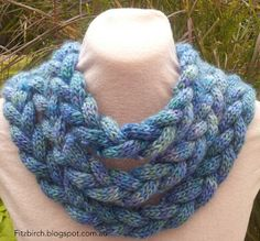 Beautiful braided cowl - free knitting pattern from Fitzbirch Crafts. Too much icord for me, but would be awesome way to braid up some really thick handspun yarn!