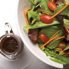 Easy homemade balsamic vinaigrette via farmflavor.com