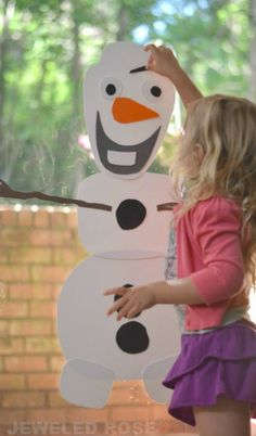 Do you want to build a snowman? This easy to make toy allows kids to build Olaf over & over again. Stick & re-stick for endless fun! {#Frozen fun for kids}