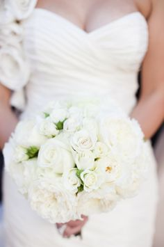 Pure white bouquet with just a 'smidge' of green ;) Photography by lunaphoto.com, Floral Design by isariflowerstudio.com