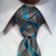 AMAZING necktie knot.   How to Tie a Necktie: Trinity Knot