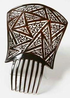 Mantilla comb by Auguste Bonaz.