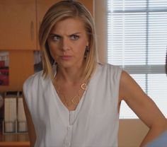 Nice! Jane's gold link necklace on the TV show Happy Endings