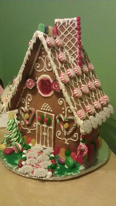 2011 Gingerbread House by shanniebaby75,