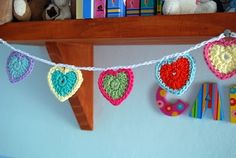 Teeny tiny crochet heart bunting tutorial