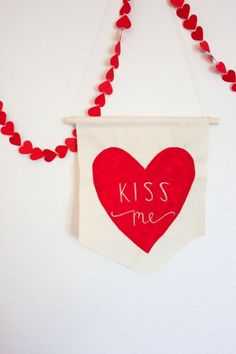 """DIY """"Kiss Me"""" Banner. Time to get ready for Valentine's Day! Click for 20 ideas."""