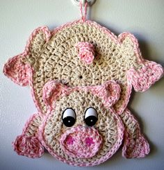 Crochet Pig - wall deco, by Jerre Lollman How stinken cute - pun intended :-) Could do so many things, towel holder for the kitchen, dishcloth  and so much more...