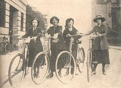 'Telegraph girls' 1915