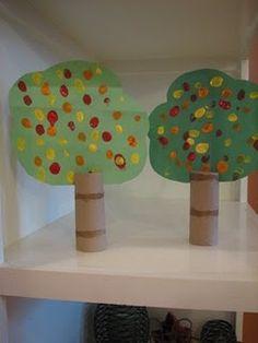 Fall TP roll tree. Árboles bien originales!! Esto es reciclar!!