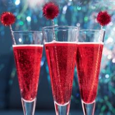Champagne & Pomegranate Cocktail Recipe. Love the pom-pom!! COCKTAILS   An Appealing Plan
