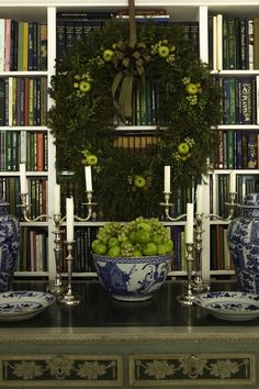 #Christmas decor with green apples and Blue Willow.  Loooove this
