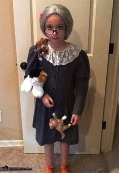 Crazy cat lady Halloween costume. awesome.