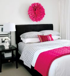 black and white with just a pop of color- perfect. makes it easy to change the look of the room as often as you want!