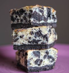 Oreo Cheesecake Squares. Don't know if I will ever have the skill to make this but DAMN