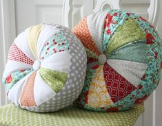 Cute and colorful use for all those fabric scraps.  Good tutorial for these.  Would love a larger one for newborn pics.  Who wants to make me one?