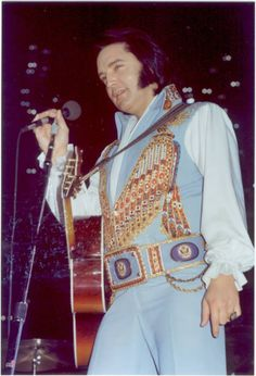 Elvis - 5th JUNE 1976 Omni, ATLANTA - Elvis announced to his audiences on occasion that he had only been up a couple of hours when he came on stage.  His face shows it here.  We all look 'puffy' when we first get awake.  Still beautiful to me.