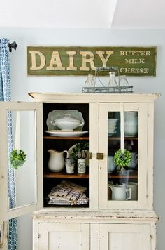 "DIY:: Frugal ""Antique"" Dairy Sign Tutorial (This tutorial is EXCELLENT ! Can make any ""Antique"" sign using it, step by step with simple detailed instructions)"