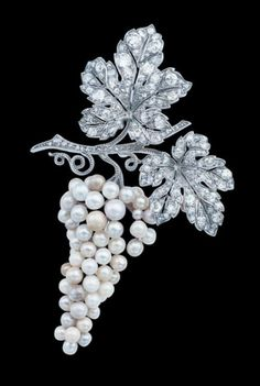 One of the earliest known pieces of Van Cleef Arpels jewellery. Differences in the colours of the pearls used to create an interpretation of grapes.
