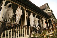 Halloween Decoration Inspirations - the ghouls blow in the breeze #halloween porch idea