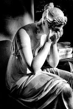 Statue . Sculpture . Cemetery